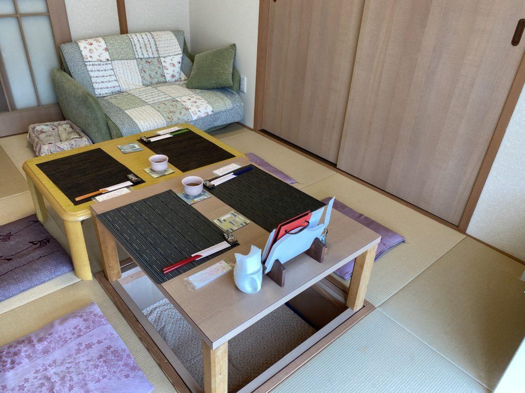 個室のソファー