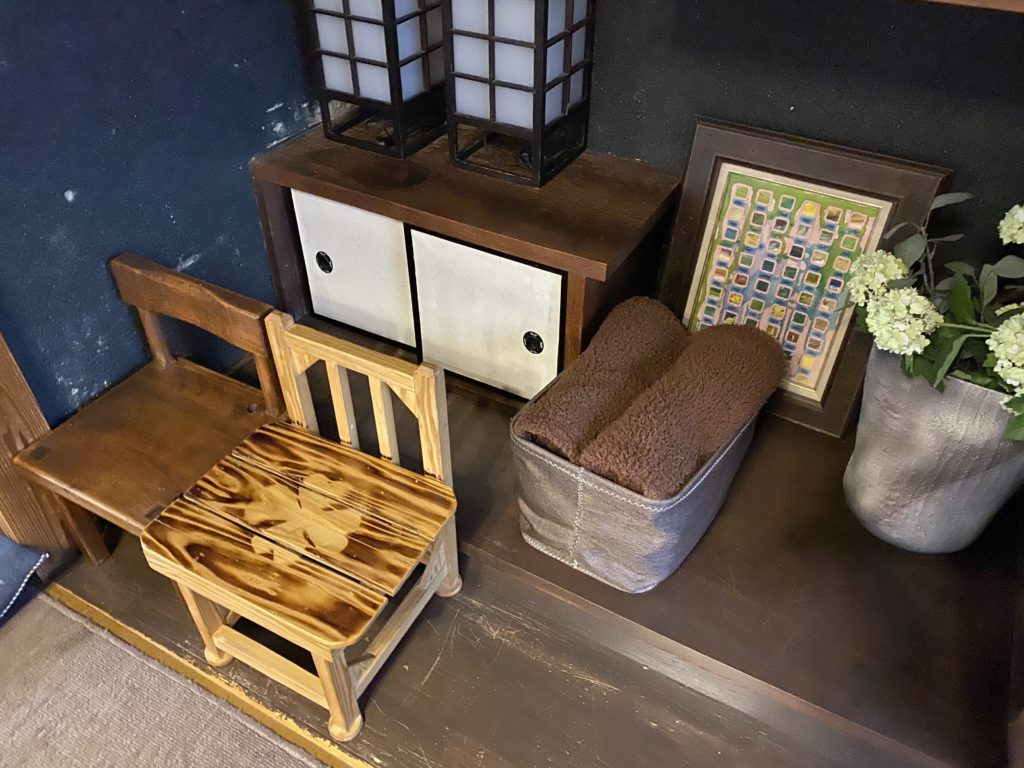 ブランケットと椅子